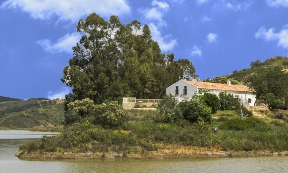 The River House group accommodation in Portugal